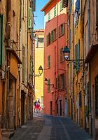 Frankreich, Provence-Alpes-Côte d'Azur, Menton: Altstadtgasse | France, Provence-Alpes-Côte d'Azur, Menton: old town lane