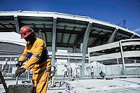 Rio de Janeiro, RJ  12/06/2013 - Movimentacao nas obras do lado externo do estadio Mario Filho o Maracana no Rio de Janeiro, nesta quarta-feira, 12.<br /> Foto: Ingrid Cristina/ Brazil Photo Press