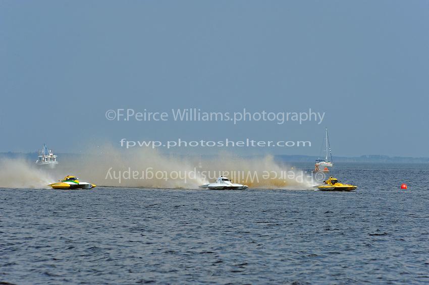 "(L to R):Matt O'Connor, E-34 ""The Gator"", Jim Martin, E-43 and Tom Thompson, E-816 ""Batt Boat"" speed to the starting line.  (5 Litre class hydroplane(s)"