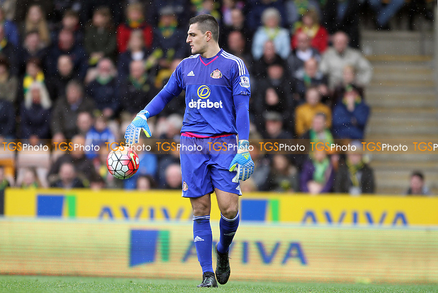 Vito Mannone of Sunderland with the ball during Norwich City vs Sunderland AFC, Barclays Premier League Football at Carrow Road on 16th April 2016