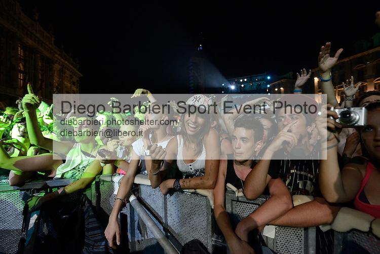 (KIKA) - TORINO, 29/06/2012 - Il pubblico e il palcodella prima serata degli MTV Days in piazza Castello a Torino, il 29 giugno 2012.