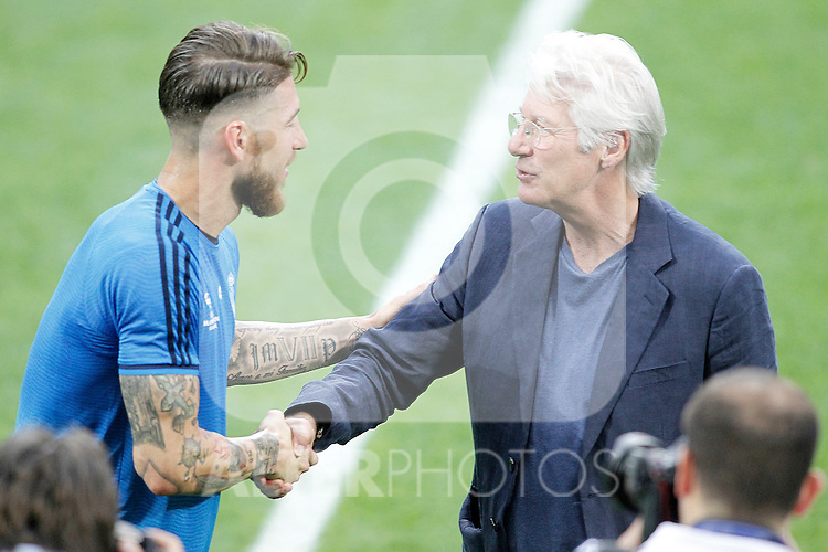 American actor Richard Gere with Real Madrid's player Sergio Ramos during Champions League 2015/2016 training session. May 27,2016. (ALTERPHOTOS/Acero)