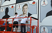 Nominierter Kader wird wie Panini-Bilder an die Front des Fußballmuseums geklebt. hier: Marco Reus - 15.05.2018: Vorläufige WM-Kaderbekanntgabe, Deutsches Fußballmuseum Dortmund
