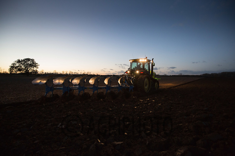 Winter ploughing at night<br /> Picture Tim Scrivener 07850 303986<br /> tim@agriphoto.com<br /> &hellip;.covering agriculture in the UK&hellip;.