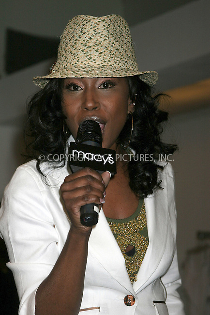 WWW.ACEPIXS.COM . . . . .  ....NEW YORK, APRIL 16, 2005....Tweet at an instore performance at Macy's in conjunction with Seventeen magazine.....Please byline: ACE005 - ACE PICTURES.   .. *** ***  ..Ace Pictures, Inc:  ..Craig Ashby (212) 243-8787..e-mail: picturedesk@acepixs.com..web: http://www.acepixs.com