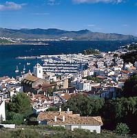 Spanien, KaSpain, Catalonia, Costa Brava, El Port De La Selva: View of Town and Harbour | talonien, Costa Brava, El Port De La Selva: Stadt und Hafen, Uebersicht