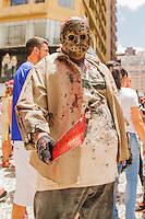 CURITIBA, PR,07.02.2016 – CARNAVAL- PR– Pessoas fantasiadas de zumbi participam da Tradicional festa do Carnaval de Curitiba, a Zombie Walk que reunue uma multidão de 15 mil de todas as idades na tarde deste domingo (07), segundo informações da Polícia Militar. A zombie Walk, já se tornou uma atração fixa no circuito alternativo do carnaval da capital paranaense. A concentração aconteceu na Boca Maldita. (Foto: Paulo Lisboa / Brazil Photo Press)