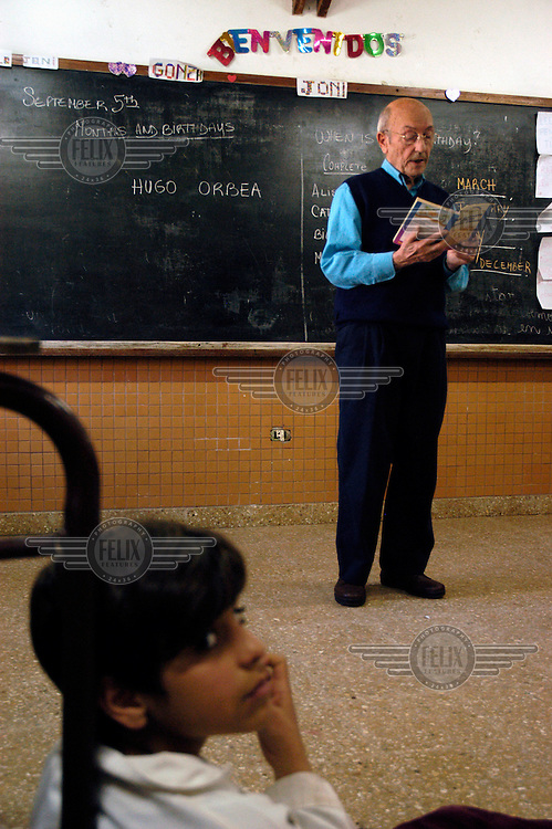 A group of students gathered around Hugo Orbea, the story telling grandfather, at the primary school n.30 in 9 de Julio, Buenos Aires.
