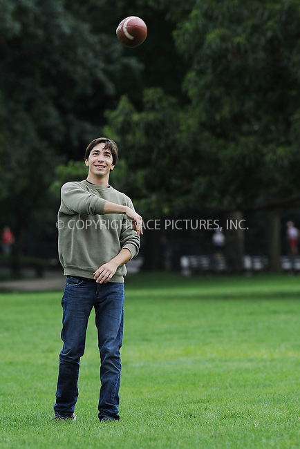 WWW.ACEPIXS.COM . . . . . ....August 6 2009, New York City....Actor Justin Long on the Central Park set of the new movie 'Going the Distance' on August 6 2009 in New York City....Please byline: KRISTIN CALLAHAN - ACEPIXS.COM.. . . . . . ..Ace Pictures, Inc:  ..tel: (212) 243 8787 or (646) 769 0430..e-mail: info@acepixs.com..web: http://www.acepixs.com