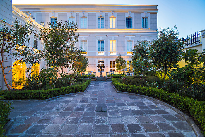 Courtyard at casa gangotena boutique hotel luxury for Hotel luxury quito
