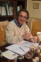France, Ille-et-Vilaine (35), Cancale,  Olivier Roellinger dans sa  Maison du Voyageur , Chef étoilé, désormais il se consacre pleinement à sa passion des épices // France, Ille et Vilaine, Cancale, Olivier Roellinger starred chef, he now devotes himself to his passion for spices