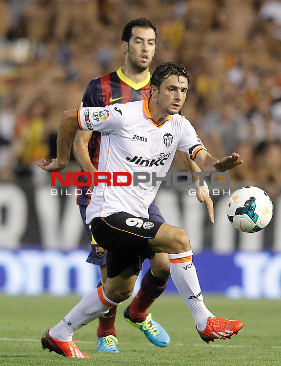 Valencia's Helder Postiga (f) and FC Barcelona's Sergio Busquets during La Liga match.September 1,2013. Foto © nph / Acero)