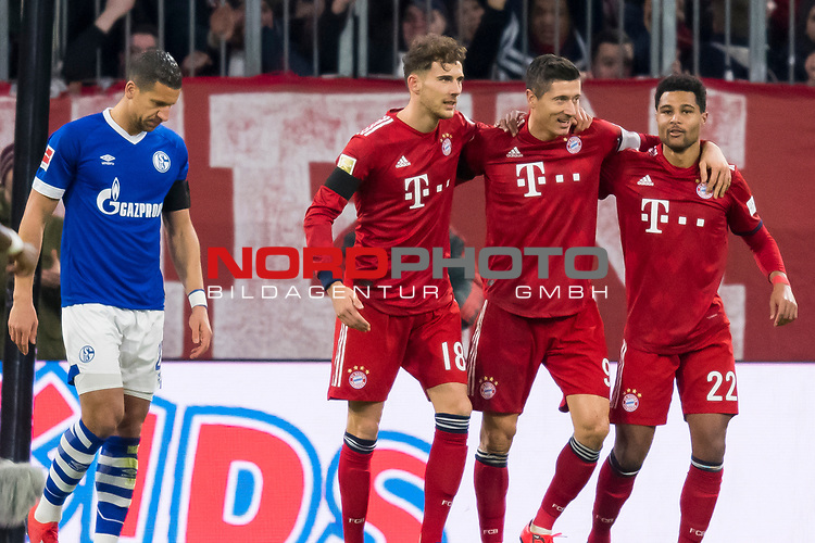 09.02.2019, Allianz Arena, Muenchen, GER, 1.FBL,  FC Bayern Muenchen vs. FC Schalke 04, DFL regulations prohibit any use of photographs as image sequences and/or quasi-video, im Bild Jubel nach dem Eigentor zum 1-0 durch Jeffrey Bruma (Schalke #27) mit Leon Goretzka (FCB #18) Robert Lewandowski (FCB #9)  Serge Gnabry (FCB #22) <br /> <br />  Foto &copy; nordphoto / Straubmeier