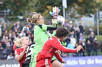 Kathrin Längert (Bayern) hält - 1. FFC Frankfurt vs. FC Bayern München