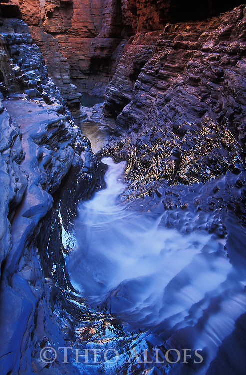 Australia, Western Australia; Narrow canyon in Karijini National Park, Hamersley Range