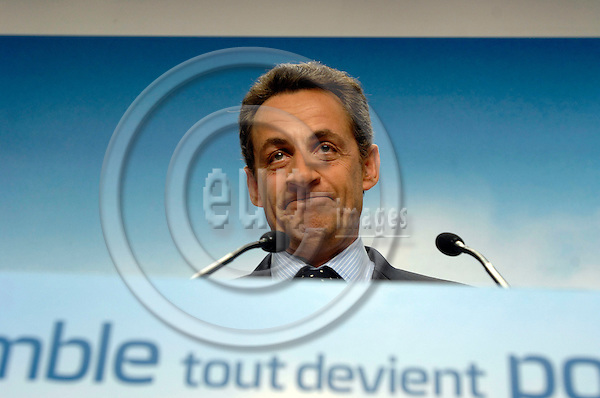 PARIS - FRANCE 18. 04. 2007 -- French conservative presidential candidate Nicolas Sarkozy making a face during an electoral meeting in Issy Les Moulineaux, West of Paris, Wednesday April 18, 2007  -- PHOTO: GORM K. GAARE / EUP- IMAGES ...