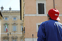 Roma, 24 Agosto 2011.Piazza Navona.CGIL davanti al Senato contro la manovra economica..Interviene la segretaria Susanna Camusso nella foto di spalle