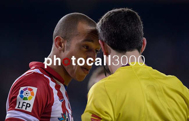 Atletico Madrid's Brazilian defender Joa Miranda de Souza argues with reef during the Spanish Copa del Rey (King's Cup) semifinal second-leg football match Club Atletico de Madrid vs Real Madrid CF at the Vicente Calderon stadium in Madrid on February 11, 2014.   PHOTOCALL3000/ DP