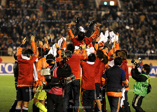 Japan team group (JPN), MARCH 14, 2012 - Football / Soccer : U-23 Japan head coach Takashi Sekizuka is tossed in the air by his players as they celebrate their qualification for London Olympics after winning the 2012 London Olympics Asian Qualifiers Final Round Group C match between U-23 Japan 2-0 U-23 Bahrain at National Stadium in Tokyo, Japan. (Photo by Hitoshi Mochizuki/AFLO)