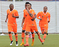 ENVIGADO -COLOMBIA-07-03-2015. Jhon Mendez de Envigado FC celebra un gol anotado a Aguilas Pereira durante partido por la fecha 8 de la Liga Águila I 2015 realizado en el Polideportivo Sur de la ciudad de Envigado./ Jhon Mendez player of Envigado FC celebrates a goal scored to Aguilas Pereira during the match for the 8th date of the Aguila League I 2015 at Polideportivo Sur in Envigado city.  Photo: VizzorImage/León Monsalve/STR
