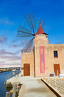 Pictures & images of the Mulino d'Infersa (mill of Infersa) wind mill, Ettore saltworks,  Saline della Laguna, Masala, Sicily.