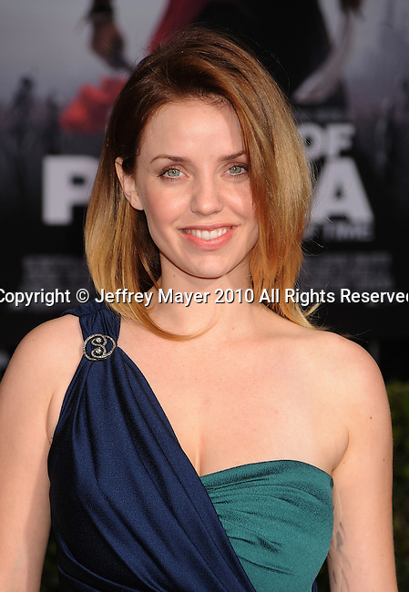 """HOLLYWOOD, CA. - May 17: Kelli Garner arrives at the """"Prince of Persia: The Sands of Time"""" Los Angeles Premiere held at Grauman's Chinese Theatre on May 17, 2010 in Hollywood, California."""