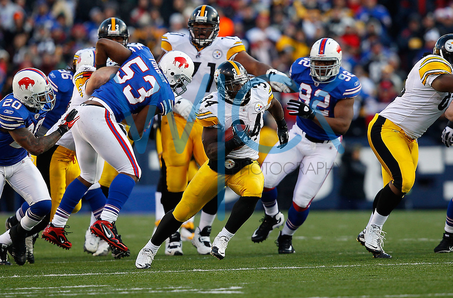 ORCHARD PARK, NY - NOVEMBER 28:  Rashard Mendenhall #34 of the Pittsburgh Steelers runs with the ball against the Buffalo Bills during the game on November 28, 2010 at Ralph Wilson Stadium in Orchard Park, New York.  (Photo by Jared Wickerham/Getty Images)