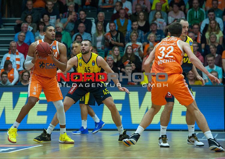 05.10.2019, Rasta Dome, Vechta, GER, easy Credit-BBL, Rasta Vechta vs EWE Baskets Oldenburg, im Bild<br /> Ishmail WAINRIGHT (Rasta Vechta #24 ) Nathan BOOTHE (EWE Baskets Oldenburg #45 ) Steve VASTURIA (Rasta Vechta #32 ) Karsten TADDA (EWE Baskets Oldenburg #9 )<br /> <br /> Foto © nordphoto / Rojahn