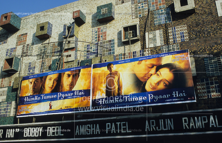 "Asien Indien IND Neu Delhi Dehli.Kinoplakate f?r Bollywood Kinofilme - Kultur Kunst Kommunikation Filmplakate Filmplakat Kinoplakat Werbung Werbeplakat Werbeplakate Filmindustrie Filmproduktion Kinos Kino Film Filme Spielfim Spielfilme Traumfabrik Schauspieler Inder indisch indische indischer Subkontinent bunt Farben Farbe farbig xagndaz | .Asia India New Delhi .cinema wallposter for Bollywood movies  - culture art motion picture movie filmindustry film production hoarding filmhoarder billboards advertising communication image images indian subcontinent color colour colorful image images making . | [copyright  (c) agenda / Joerg Boethling , Veroeffentlichung nur gegen Honorar und Belegexemplar an / royalties to: agenda PG   Rothestr. 66   D-22765 Hamburg   ph. ++49 40 391 907 14   e-mail: boethling@agenda-fototext.de   www.agenda-fototext.de   Bank: Hamburger Sparkasse BLZ 200 505 50  kto. 1281 120 178   IBAN: DE96 2005 0550 1281 1201 78  BIC: ""HASPDEHH""  , WEITERE MOTIVE ZU DIESEM THEMA SIND VORHANDEN!! MORE PICTURES ON THIS SUBJECT AVAILABLE!! INDIA PHOTO ARCHIVE: http://www.visualindia.net] [#0,26,121#]"