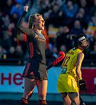 UTRECHT - Caia Van Maasakker (Ned) heeft gescoord   tijdens   de Pro League hockeywedstrijd wedstrijd , Nederland-China (6-0) . rechts Guo Qiu (China)   COPYRIGHT  KOEN SUYK