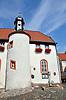 Rathaus von Flomborn mit der Katholischen Kirche im Erdgeschoss