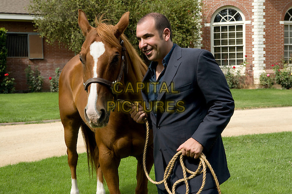 RICK HOFFMAN.in Levrage.(Season 1, Episode 3: The Two-Horse Job).*Filmstill - Editorial Use Only*.CAP/FB.Supplied by Capital Pictures.