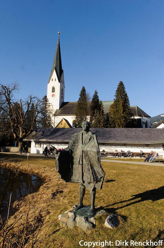 Katholische Kirche St.Johannes Baptist und Skulptur im Kurpark in Oberstdorf im Allg&auml;u, Bayern, Deutschland<br /> Catholic church St. Johann Baptist and sculpture in the spa park  in Oberstdorf, Allg&auml;u, Bavaria,  Germany
