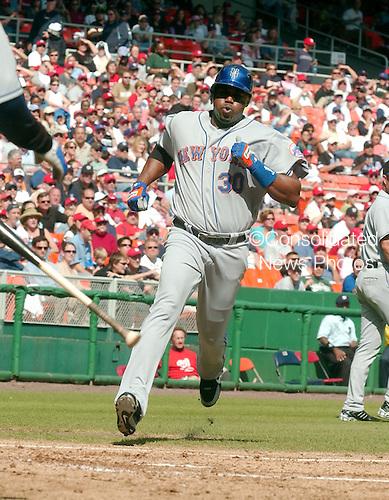 Washington, D.C. - October 1, 2006 -- New York Mets visit the Washington Nationals at RFK Stadium in Washington, D.C. on October 1, 2006.  .Credit: Ron Sachs / CNP