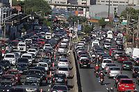 SAO PAULO, SP, 03-02-2014, TRANSITO RADIAL LESTE. A manha dessa segunda feira (3), começou com transito na Radial Leste altura do bairro do Belem, zona leste de São Paulo.          Luiz Guarnieri/ Brazil Photo Press.