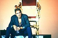 Adriano Celentano (Milano, 6 gennaio 1938) è un cantautore, showman, attore, regista, sceneggiatore e autore televisivo italiano. Firma di Adriano Celentano. È soprannominato il Molleggiato per via del suo modo di ballare. In tutta la sua carriera Celentano ha venduto circa 150 milioni di dischi (inclusi quelli all'estero). Milano, 4 novembre 1991. Rai 1 Notte Rock. © Leonardo Cendamo