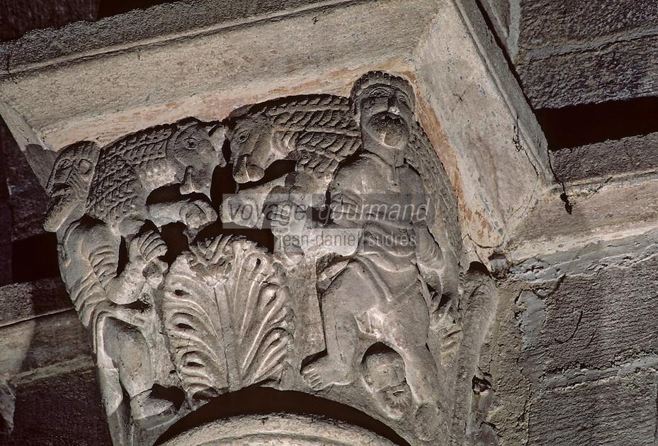 Europe/France/Auvergne/43/Haute-Loire/Brioude: La basilique Saint Julien (plus grande église romane d'Auvergne) - La chapelle - Chapiteau du Narthex - Détail porte-mouton