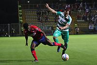 BOGOTÁ - COLOMBIA, 6-09-2018:Andres Correa (Der.) jugador de La Equidad  disputa el balón con Elvis Perlaza (Izq.) jugador del Independiente Medellín  durante partido por la fecha 8 de la Liga Águila II 2018 jugado en el estadio Metropolitano de Techo de la ciudad de Bogotá. /Andres Correa (R) player of La Equidad fights for the ball with Elvis Perlaza (L) player of Independiente Medellin during the match for the date 8 of the Liga Aguila II 2018 played at the Metropolitano de Techo Stadium in Bogota city. Photo: VizzorImage / Felipe Caicedo / Staff.