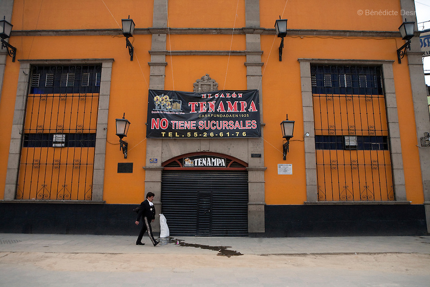 27 April 2009 - Mexico City, Mexico - A mariachi walks in front of a close cantina in Garibaldo square in mexico City. A lot of cantinas and restaurant are closed due to swine Flu. Photo credit: Benedicte Desrus / Sipa Press