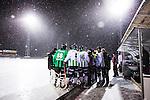 Uppsala 2014-01-12 Bandy  IK Sirius - GAIS Bandy :  <br /> Sn&ouml; faller ymnigt samtidigt som GAIS har en timeout i den andra halvleken av matchen <br /> (Foto: Kenta J&ouml;nsson) Nyckelord:  sn&ouml; v&auml;der timeout