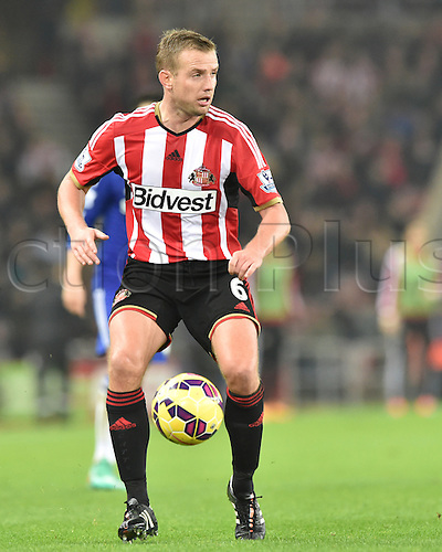 29.11.2014.  Sunderland, England. Premier League. Sunderland versus Chelsea. Lee Cattermole of Sunderland controls the ball