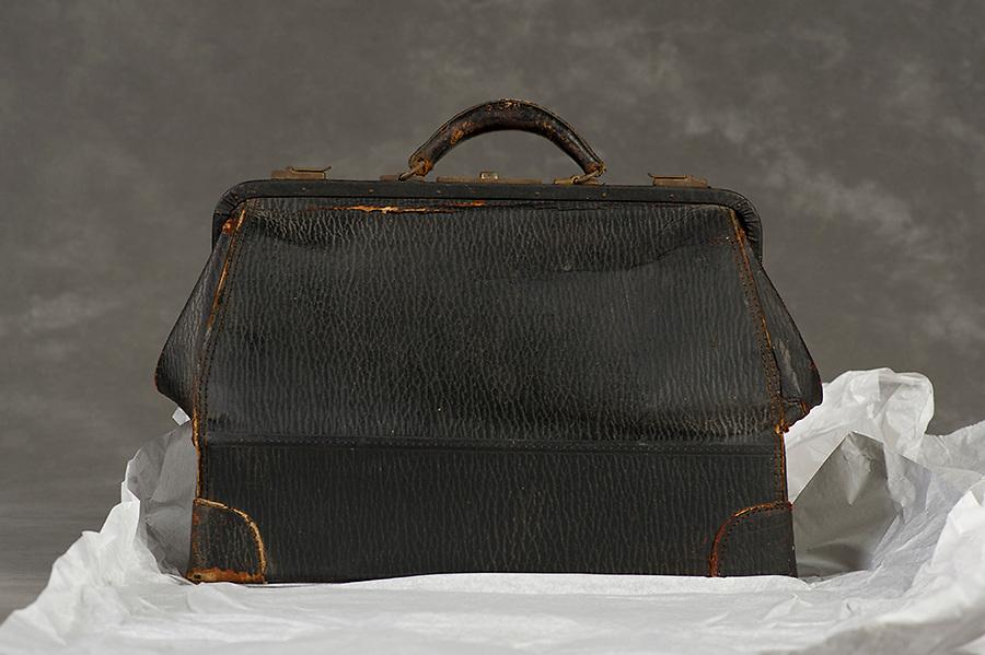 Willard Suitcases / Madge B / ©2014 Jon Crispin