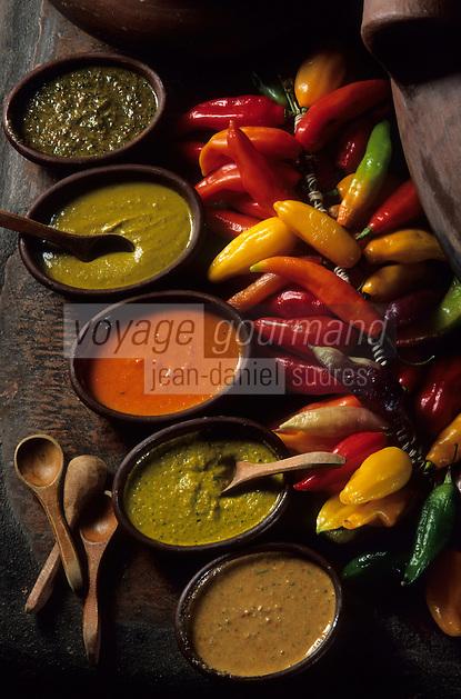 """Amérique/Amérique du Sud/Pérou/Lima : Restaurant """"El Senorio de Sulco"""" - Détail des nombreuses sauces aux piments qui accompagnent les pommes de terre"""