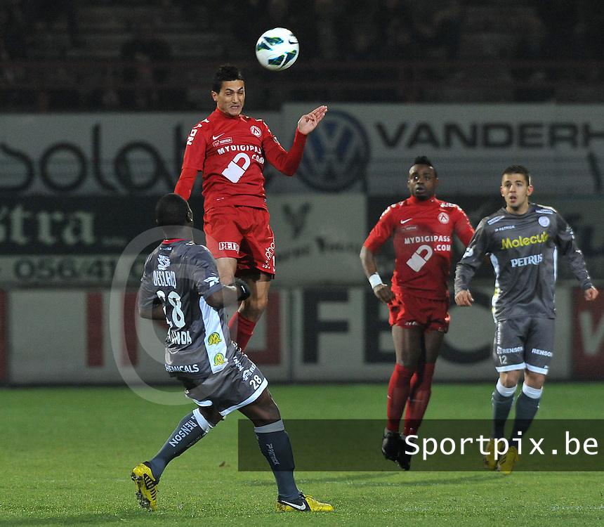 KV Kortrijk - SV Zulte Waregem  : Mustapha Oussalah met de kopbal.foto VDB / BART VANDENBROUCKE
