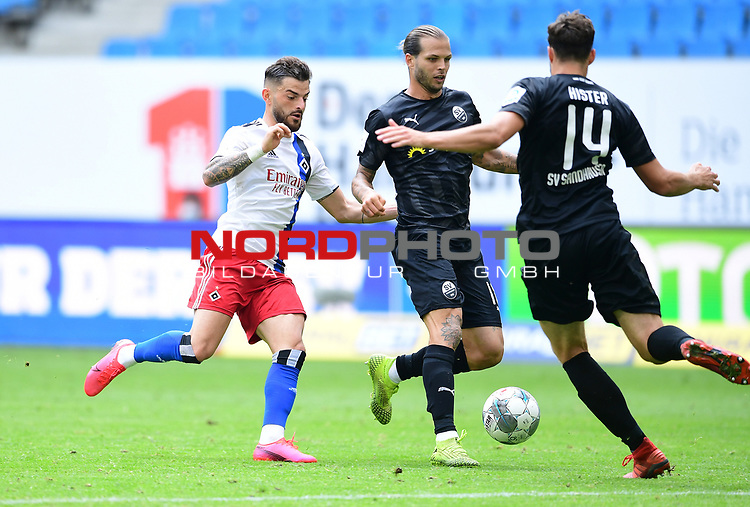 v.l. Tim Leibold (HSV) Dennis Diekmeier, Tim Kister<br />