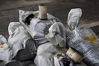 Arezzo: catalizzatori di marmitte all'interno dello stabilimento Chimet. L'azienda recupera metalli preziosi (oro, platino, palladio, iridio, argento) da materiali di scarto come catalizzatori di marmitte, batterie, contatti elettrici di cellulari, computer o materiali di scarto industriale.<br /> <br /> Arezzo: The Chimet company recovers precious metals (gold, platinum, palladium, iridium, silver) from waste materials such as catalysts, mufflers, batteries, electrical contacts to phones, computers or industrial waste materials.