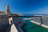 rance, Bouches-du-Rhône (13), Marseille, capitale européenne de la culture 2013, sur le môle J4, MuCEM (Musée des civilisations de l'Europe et de la Méditerranée) par l'architecte Rudy Ricciotti et le fort Saint Jean // France, Bouches du Rhone, Marseille, European Capital of Culture 2013, on the pier J4 MuCEM (Museum of Civilization in Europe and the Mediterranean) by the architect Rudy Ricciotti and Fort Saint Jean