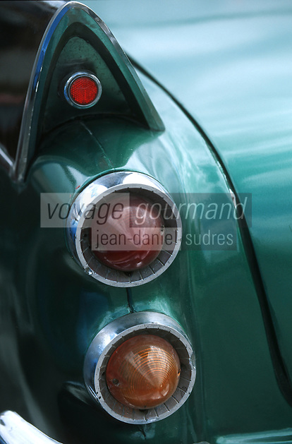 Cuba/La Havane: Détail vieilles voitures américaines sur le Malecon - Feux et aile arrière