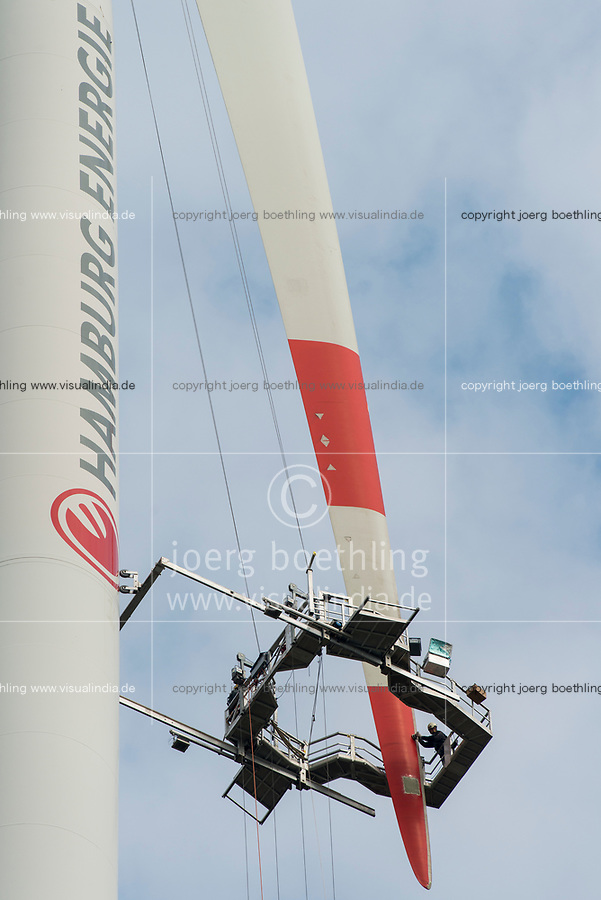GERMANY, Hamburg, rotor blade service at Nordex wind turbine / DEUTSCHLAND, Hamburg, Hamburg Wasser Klaerwerk Dradenau, Rotorblatt Service an einer Nordex Windkraftanlage