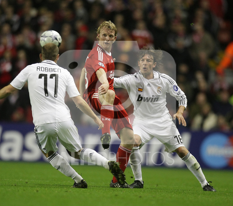 Dirk Kuyt takes on Gabriel Heinze (R) and Arjen Robben during the Champions League Round of 16, Second Leg match between Liverpool and Real Madrid at Anfield on March 10, 2009 in Liverpool, England